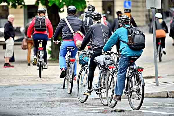 Jersey introduces cycle helmet law